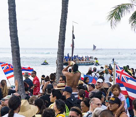 Onlookers greet Hokulea and her crew