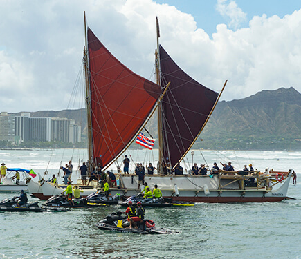 The Hokule'a returned to a huge crowd of residents and visitors