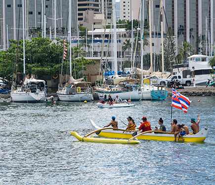 More people gather to welcome Hokule'a and her crew