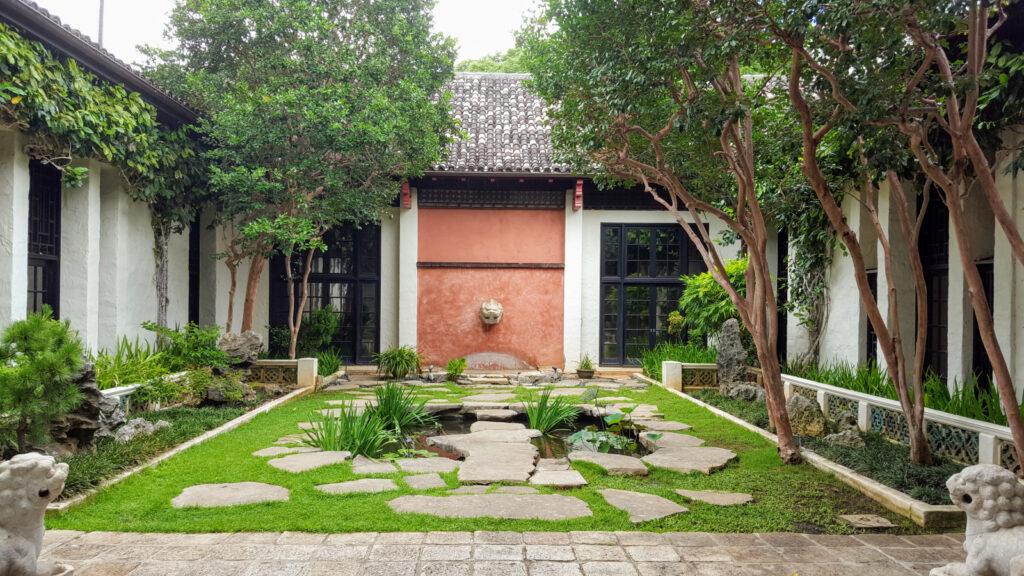 Honolulu Museum of Art courtyard