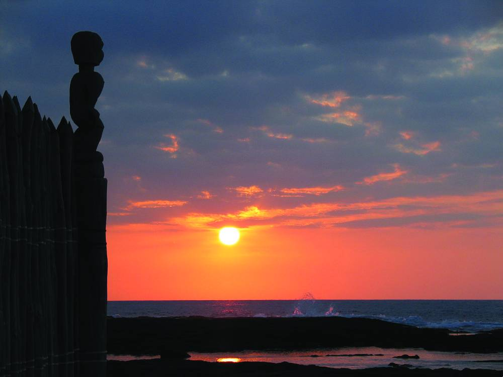 Catch the sunset at Pu'uhonua O Hōnaunau National Historic Park