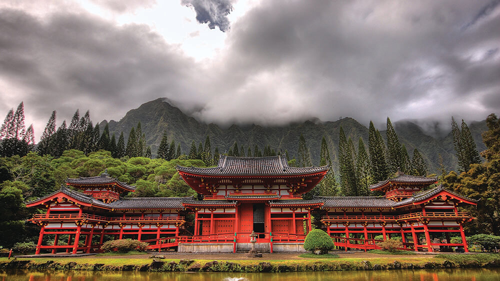 See O'ahu's sights, such as the Byodo-In Temple